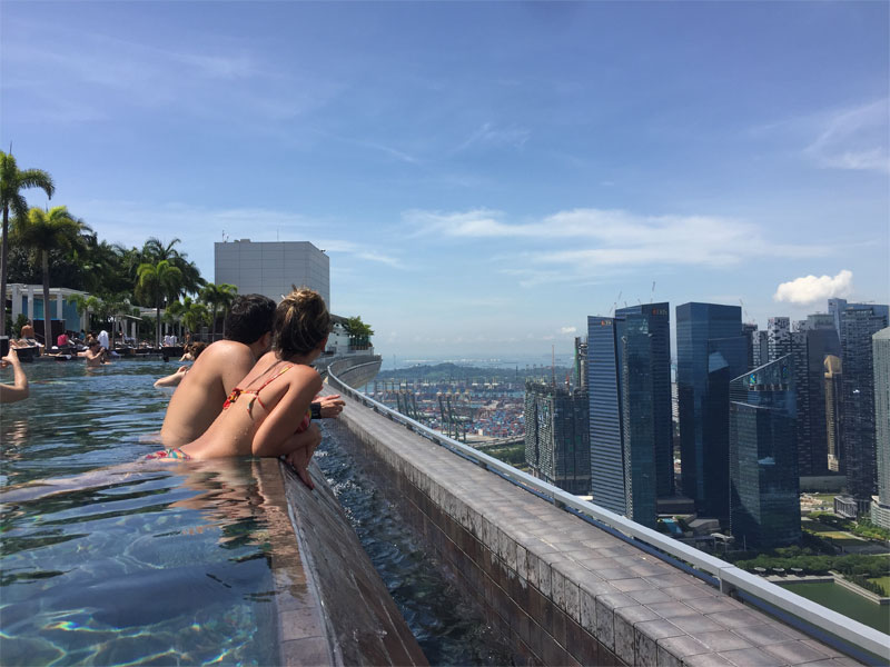 MARINA BAY SANDS HOTEL REVIEW Singapore infinity pool couple