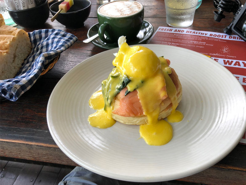 DOUBLE SIX Hotel breakfast eggs benedict